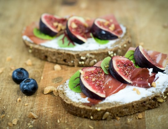 bread with bettine goat's cheese spread, raw ham and figs