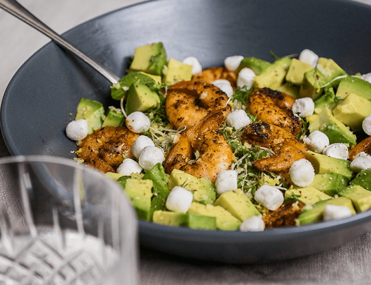 salade met bettine geitenkaas, gamba's en avocado