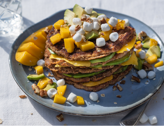 Havermoutpannenkoekjes met avocado, mango en Bettine Pearls
