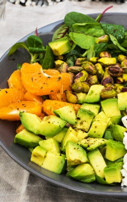 salade met geitenkaas, rode bieten, avocado en bettine naturel